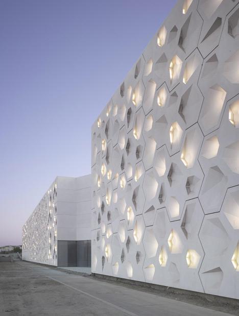 Dezeen_Contemporary-Art-Centre-Córdoba-by-Nieto-Sobejano-Arquitectos_1