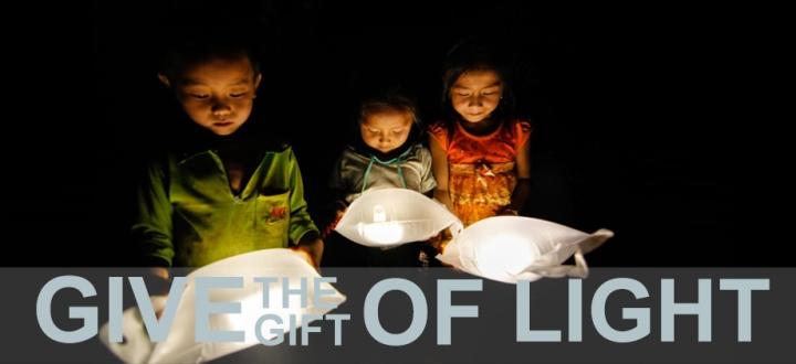 LuminAID 2013_11_22_GiveTheGiftOfLight_Laos_PoP9