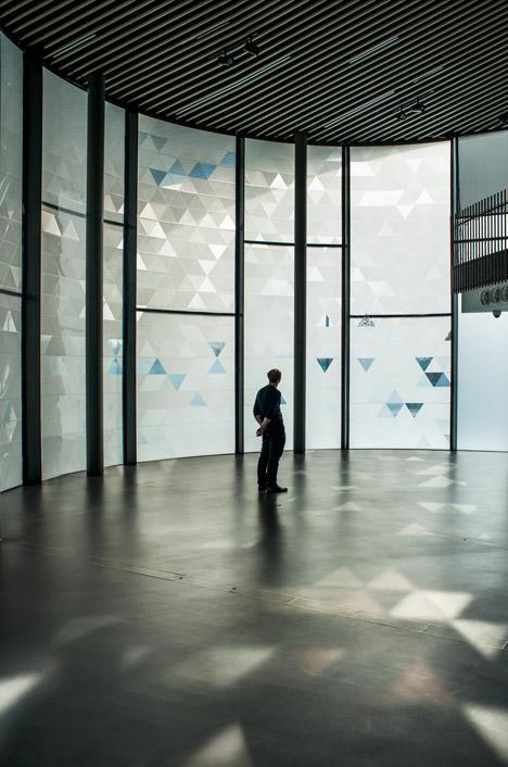 Simon-Keijdens-at-Now-Gallery_dezeen_2