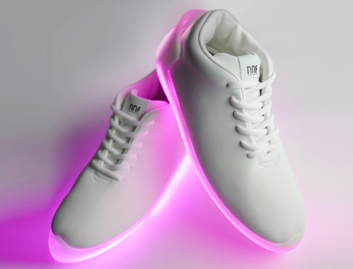 orphe-smart-shoes-allow-light-painting-with-your-feet-designboom-02