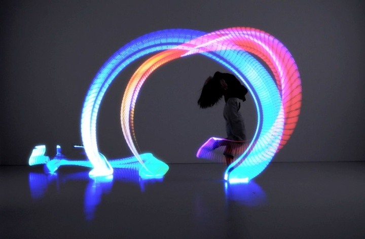 orphe-smart-shoes-allow-light-painting-with-your-feet-designboom-07