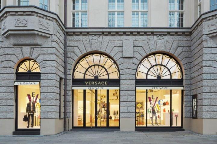 versace-store-berlin_facade