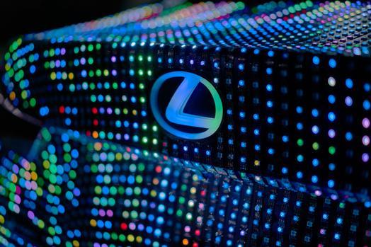 lexus_lit_is_04_08a8b2c7b51f4487eeecce3631a09b0997611e5b_low